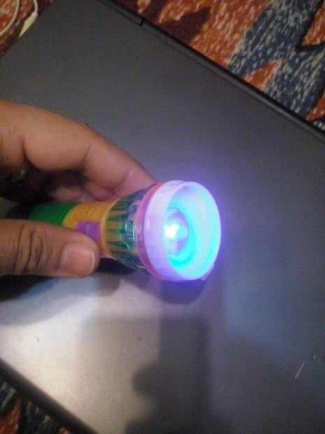 Простой детектор фальшивых денег с ультрафиолетовым светодиодом