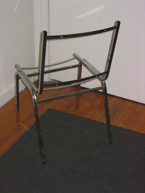 Самодельный стул из теннисных мячей