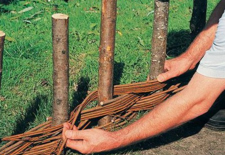 Плетень — элемент декора в деревенском стиле