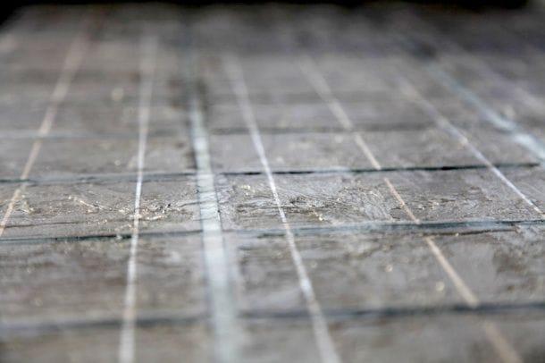 Сборка солнечной панели на силиконовом герметике