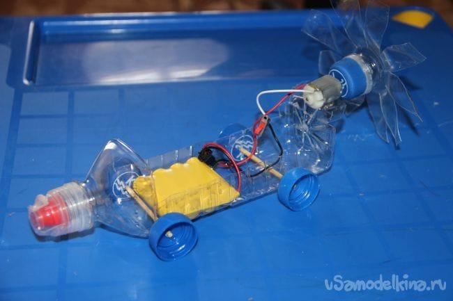 Машинка с моторчиком из пластиковой бутылки