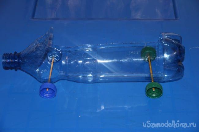 Машина на резиномоторе из пластиковой бутылки
