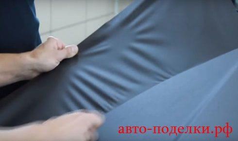 Клеим карбоновую пленку своими руками