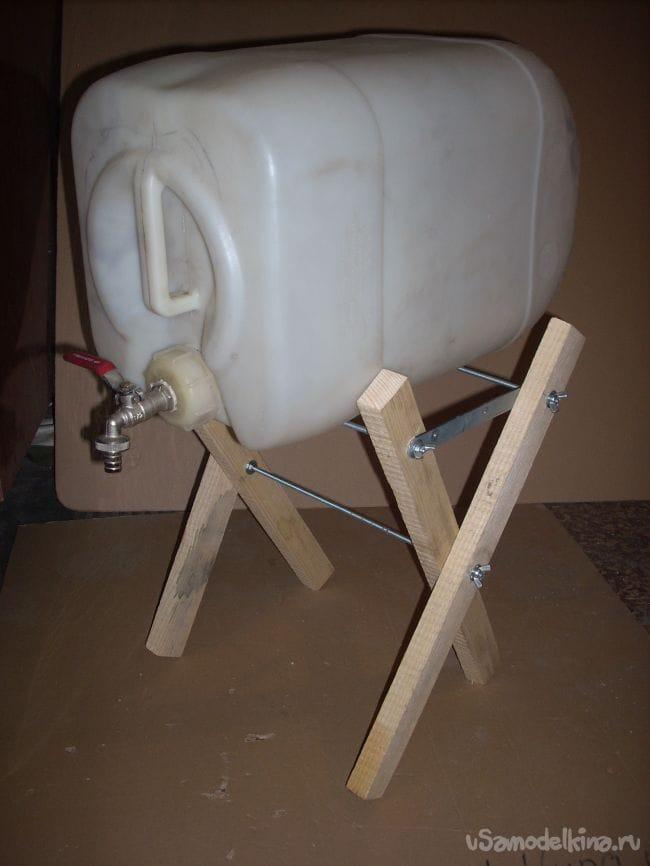 Удобная канистра для воды на пикнике