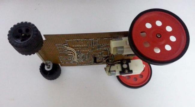 Машинка, управляема при помощи смартфона