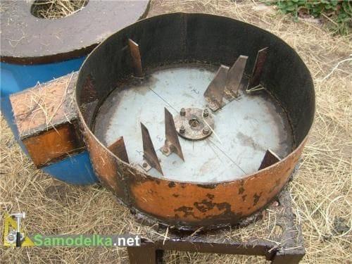 Соломорезка с ножами от диска циркулярной пилы