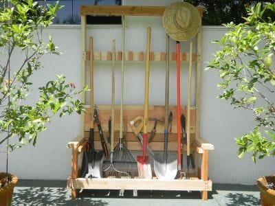 Стойка для садового инвентаря своими руками