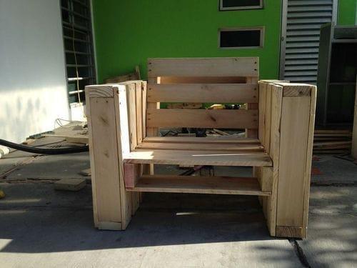 Кресло из поддонов своими руками