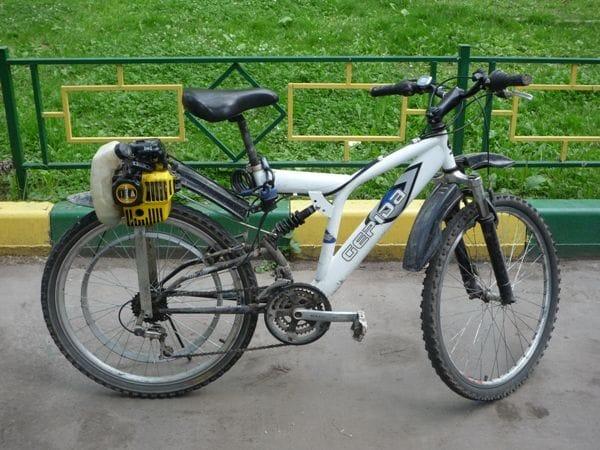 Велосипед с двигателем от бензопилы