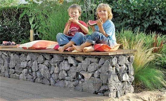 Габион-скамья с подсветкой для отдыха