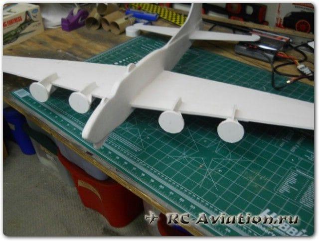 Как изготовить четырехмоторную модель самолета (плосколет)