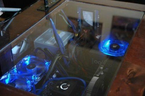 Компьютер, встроенный в журнальный столик