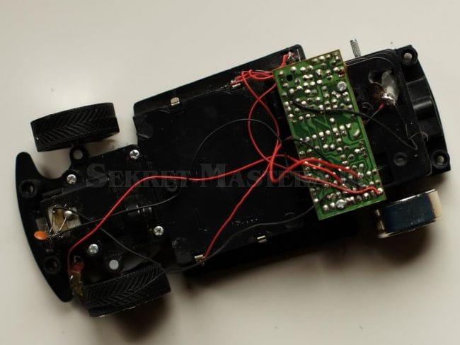 Модель корабля на радиоуправлении из игрушечной машинки