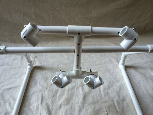 Подставка для планшета из ПВХ-труб