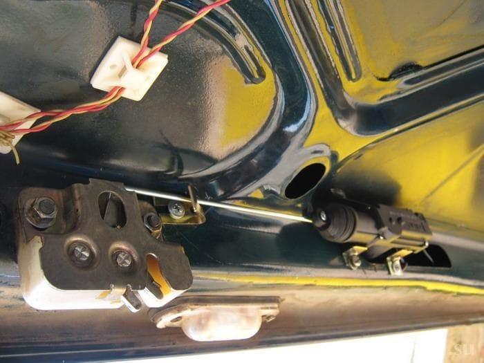 Багажник с кнопки ваз 2107