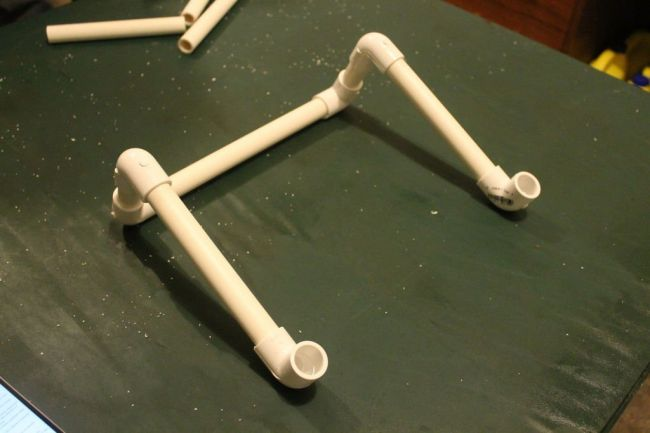 Подставка под ноутбук из ПВХ труб