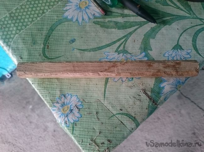 Миниатюрный молоток с деревянной ручкой