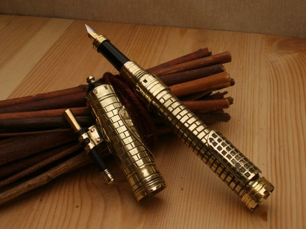 Ручка выполненная под средневековый замок в стиле стимпанк