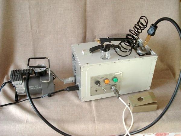 Портативная пневматическая станция для аэрографа в корпусе от системного блока компьютера