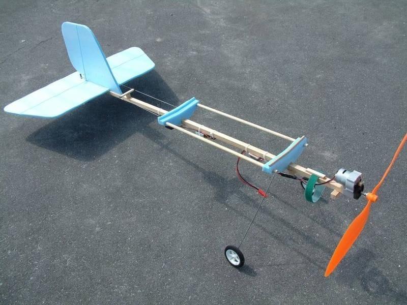 Модель самолета в домашних условиях