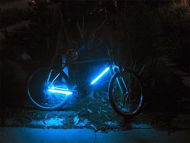 Подсветка рамы велосипеда с помощью люминесцентных ламп