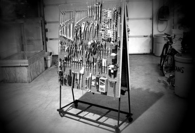 Передвижной стенд для инструмента