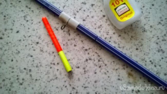 Скользящий поплавок из использованных шариковых ручек