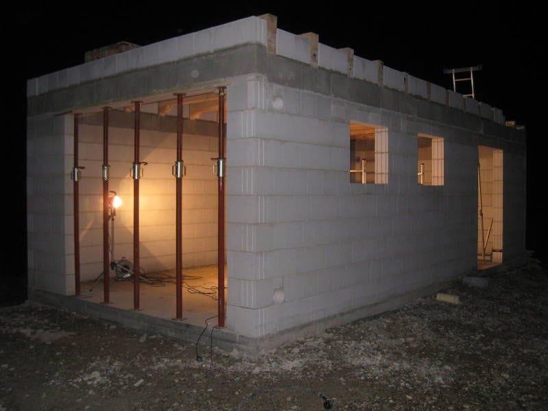 Как недорого построить гараж своими руками