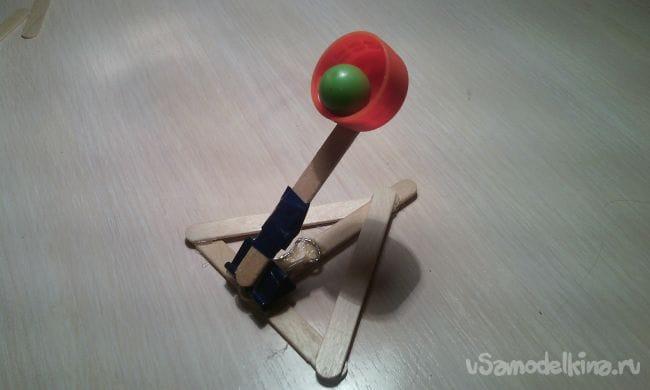 Как сделать мини офисную катапульту из палочек от мороженного своими руками!