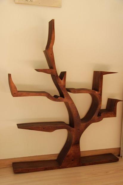 Оригинальная книжная полка в виде дерева