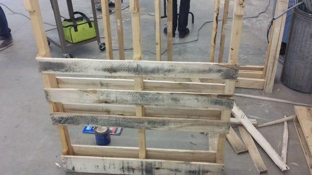 Мини-бар для мастерской или гаража в стиле кантри