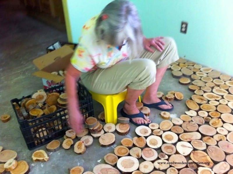 Пол из деревянных спилов своими руками видео