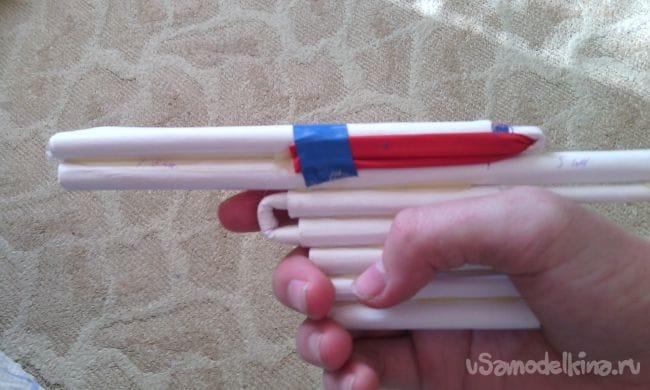 Как сделать стреляющий пистолет из бумаги, который стреляет бумагой!