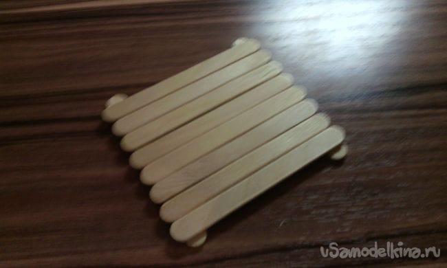 Как сделать очень простую подставку для кружки из палочек от мороженного!