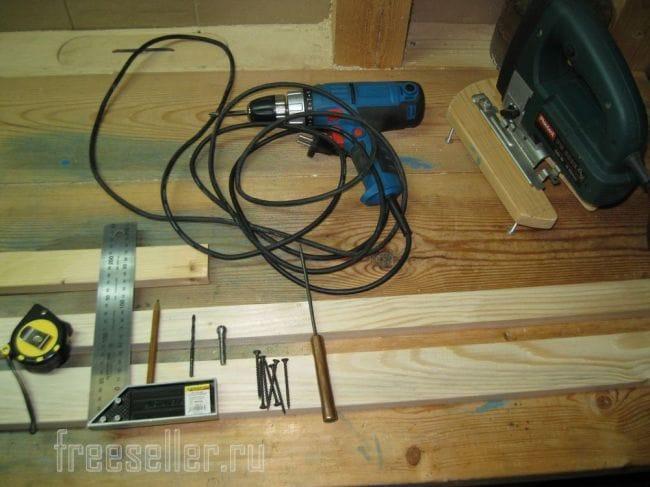 Приспособление для снятия фасок и строгания круглых и граненых заготовок