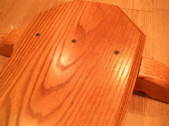 Самодельный дубовый  книжный столик со стеклянными полками