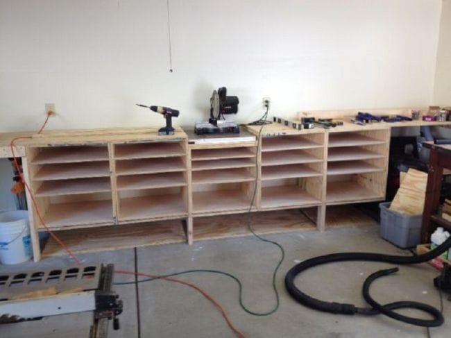 Простые гаражные ящики и верстак