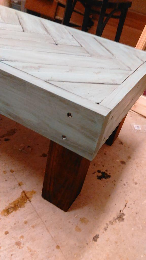 Кофейный столик из остатков пиломатериалов