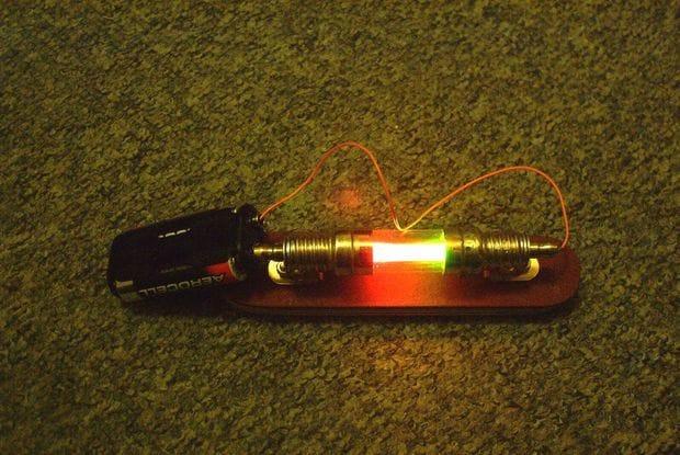 Светящаяся трубка в стиле стимпанк