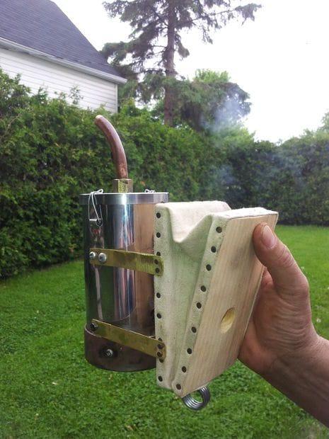 Дымарь с мехами для домашней пасеки