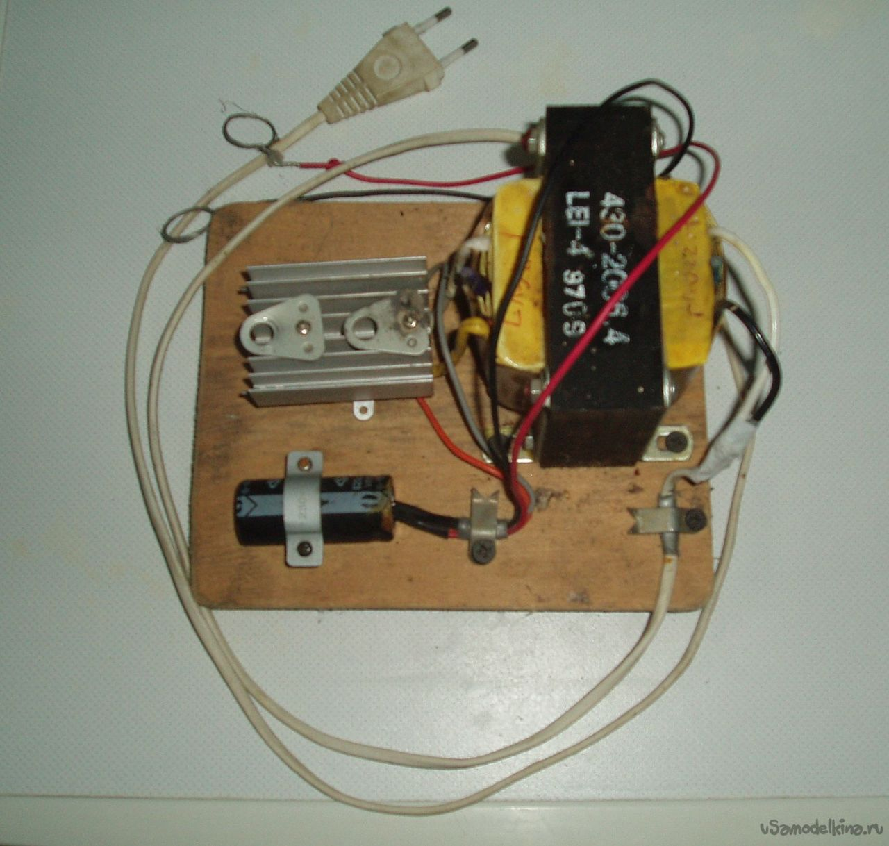 Питание одной батарейкой своими руками 123