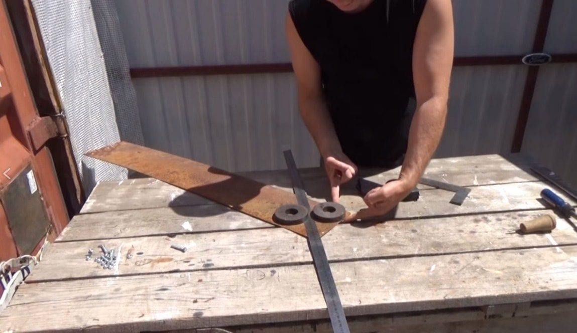 Как выставить угол 90 градусов без специального инструмента (угольника)?