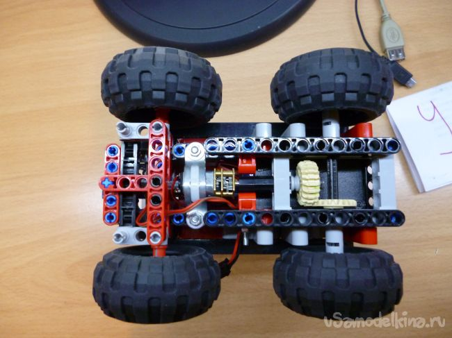Игрушечный погрузчик из Technic и Arduino