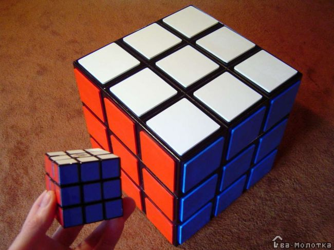 Комод в виде кубика Рубика