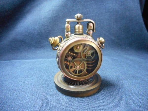Часы-зажигалка с крышкой