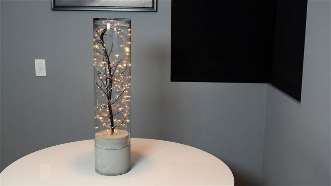 Светильник-гирлянда на бетонном основании