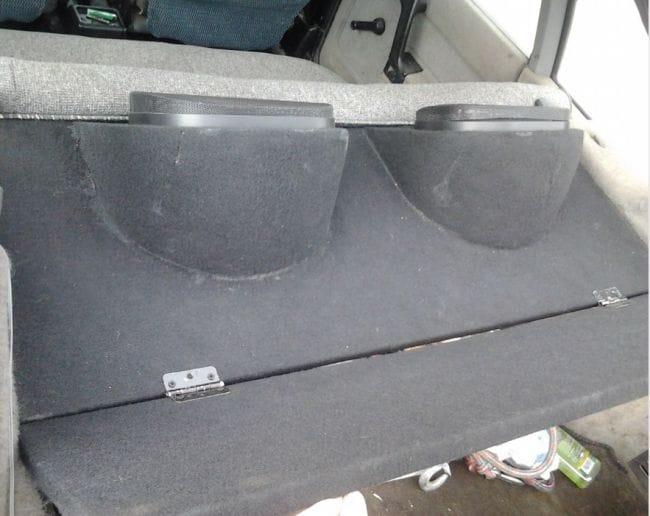 Задняя акустическая полка для авто
