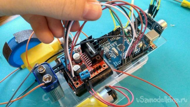 Как сделать простейшего робота на Arduino Uno который будет объезжать препятствия!