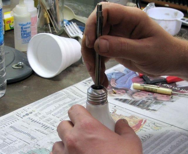Крючок вешалка для одежды в виде лампочки