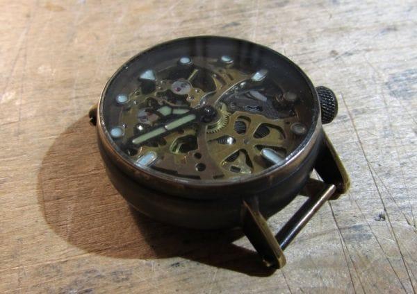 Часы «молния-скелетон» своими руками